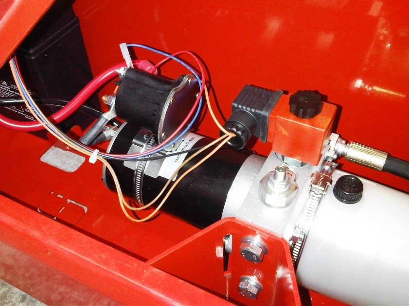 'Oil Sistem' brand powerpack fitted to a Simpro Multi-Tip